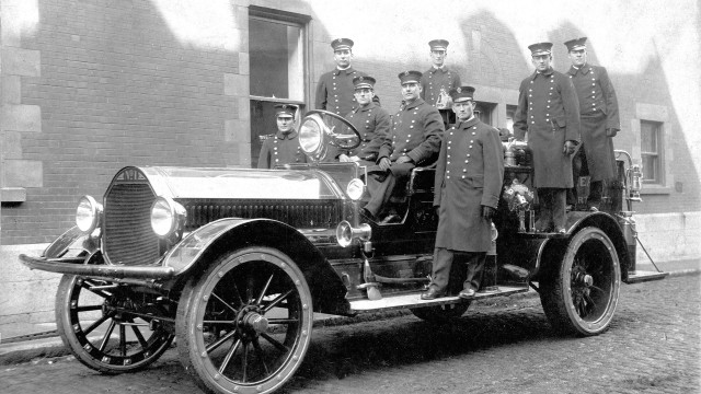Montréal's Auxiliary Firefighters – 75 years of support